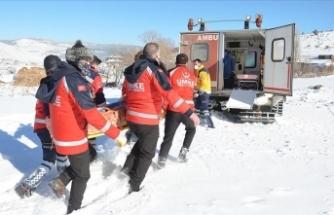 Acil Müdahale Timleri dondurucu soğukta karlı dağları aşarak hayat kurtarıyor