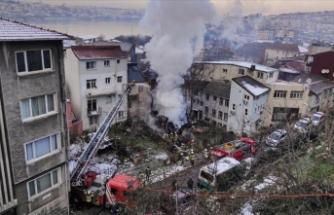 Beyoğlu'nda 3 katlı metruk binada çıkan yangın söndürüldü