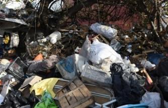 Bir evden 15 kamyon çöp çıktı