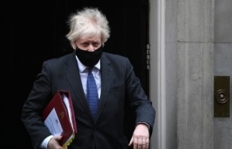 """İngiltere Başbakanı Johnson, karantinadan çıkışı için """"yol haritası"""" sözü verdi"""