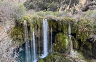 """Türkiye'nin doğa harikası: """"Yerköprü Şelalesi"""""""