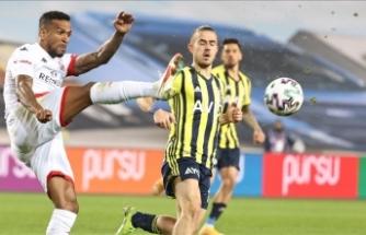 Selahattin Baki'den Antalyaspor maçında VAR incelemesinin 9 saniyede yapılmasına tepki: