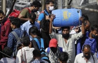Hindistan'da Kovid-19 salgınında günlük vaka sayısı 295 bini aştı