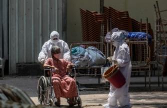 Hindistan'da Kovid-19 salgınında 4 bin 329 can kaybıyla en yüksek günlük ölüm kaydedildi