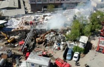 Bayrampaşa'da kağıt deposunda yangın