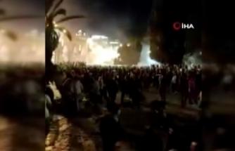 Binlerce Filistinli sabah namazı için yeniden Mescid-i Aksa'ya akın etti