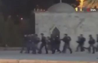 İsrail güçleri, Mescid-i Aksa'da ibadet edenlere saldırdı