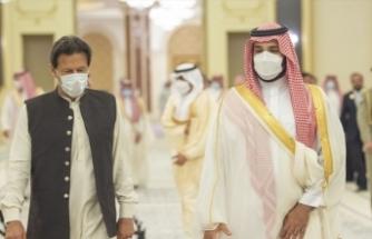 Pakistan Başbakanı İmran Han, Suudi Arabistan Veliaht Prensi Bin Selman'la bir araya geldi