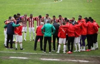 Sivasspor, zorlu Başakşehir maçına 4 eksikle çıkacak
