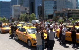 Taksiciler konsolosluk önünde İsrail'i protesto etti
