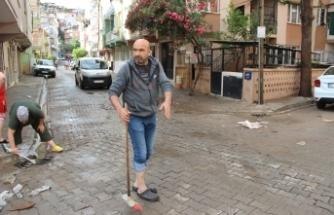 İzmir'de 10 dakikalık yağmurda sel meydana geldi, vatandaşlar Büyükşehir Belediyesi'ne isyan etti
