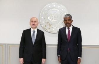 Bakan Karaismailoğlu, Angola Ulaştırma Bakanı Ricardo Viegas d'Abreu ile bir araya geldi