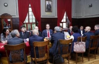 Galatasaray'da yeni yönetim ilk toplantısını Galatasaray Lisesi'nde yaptı