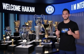Hakan Çalhanoğlu Inter'e transfer oldu