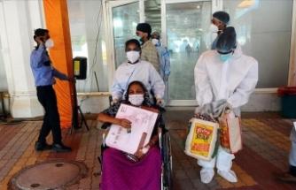 Hindistan'da Kovid-19 vaka sayısı azalmaya devam ediyor