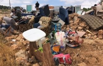 İsrail güçleri evlerini yıktı, 30 kişilik aile evsiz kaldı