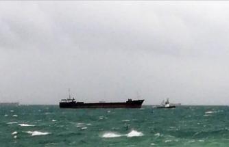 Kartal'da sürüklenen kargo gemisine müdahale edildi