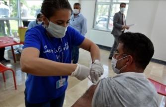 Van'da mobil aşı ekipleri fabrikaları dolaşarak çalışanları aşılıyor
