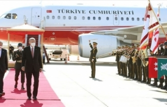 Cumhurbaşkanı Erdoğan, KKTC'de resmi törenle karşılandı