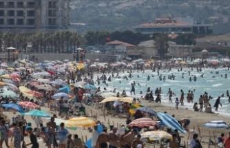İzmir ve Aydın'ın turistik ilçelerinde tatilin son günü yoğunluk devam etti