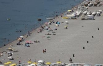 Turizm merkezleri Antalya ve Muğla'nın sahillerinde yoğunluk devam ediyor