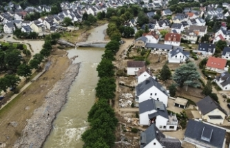 """Almanya'da sel felaketinde zarar gören bölgelerden Merkel'e """"yardım"""" çağrısı"""