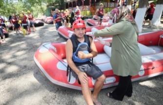 Sağlık ekipleri raftingcileri de aşıladı