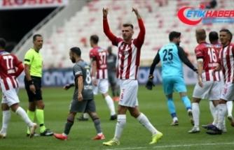 Demir Grup Sivasspor, VavaCars Fatih Karagümrük'ü 4-0 mağlup etti
