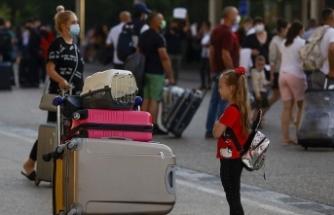 İngiltere'nin 'otel karantinası' kararından sonra ilk İngiliz turist kafilesi Antalya'ya geldi
