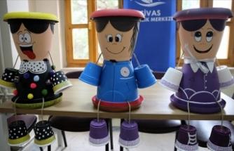 Sivas'ta gençlerin hazırladığı dekoratif saksılar köy okullarını süsleyecek