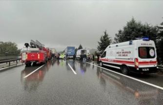 Anadolu Otoyolu'nda zincirleme kaza nedeniyle Ankara istikameti ulaşıma kapandı