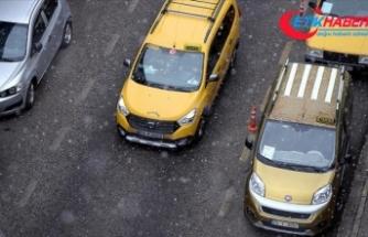 Ardahan'da kar ve tipi nedeniyle tır ve araçlar yolda kaldı