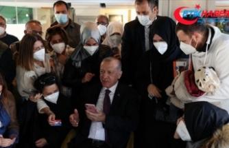 Cumhurbaşkanı Erdoğan Üsküdar'da bir kafede vatandaşlarla sohbet etti