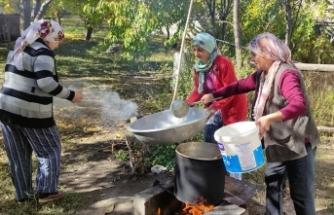 Karslı kadınlar imeceyle ballı köme yapımına başladı