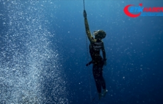 Şahika Ercümen 100 metreye dalarak dünya rekoru kırdı