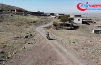 Su çıkmadığı için boşaltılan köyde 10 yıldır tek başına yaşıyor