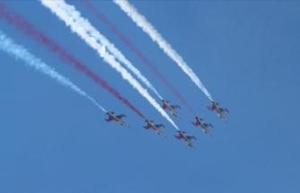 Türk Yıldızları, Fethiye'de gösteri uçuşu yaptı