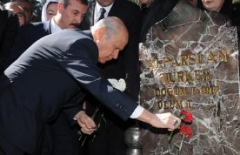 MHP Lideri Bahçeli: Merhum Türkeş Bey'in yaktığı meşale sönmeyecek, yaptığı zamanlar üstü çağrısı asla silinmeyecektir