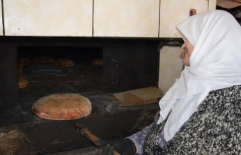 'Sultan Ana' somun ekmekle geçimini sağlıyor