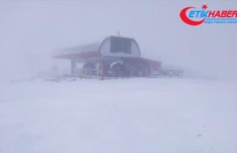 İç Anadolu'nun en yüksek dağı Erciyes'e kar yağdı