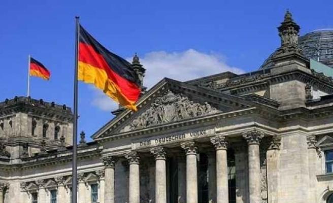 """ABD'nin """"NATO'ya daha çok destek"""" çağrısına Almanya'dan itiraz"""