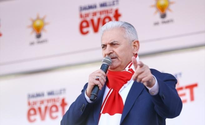Başbakan Yıldırım: Ay yıldızlı bayrakları sallayın alçak PKK görsün