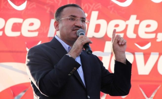 Bozdağ: AKPM'nin FETÖ sanığına ödül vermesi insan hakları idealine ihanettir