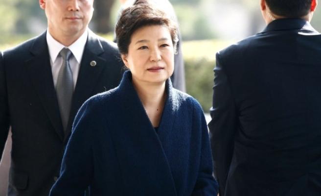 Güney Koreli Savcılar Eski Devlet Başkanı İçin 'Yakalama Kararı' İstiyor