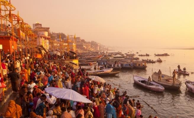 """Hindistan'da Ganj ve Yamuna nehirlerine """"insan"""" statüsü verildi"""