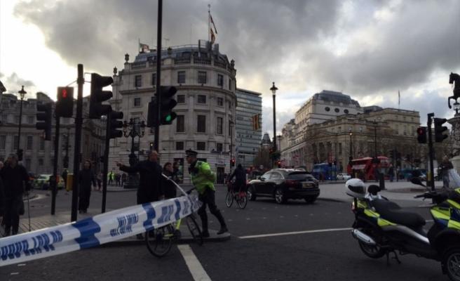 İngiltere Parlamentosu yakınlarında silah sesleri duyuldu