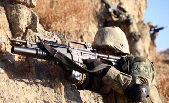 Lice'de 1 asker şehit oldu; Lice ve Genç'te 11 terörist öldürüldü
