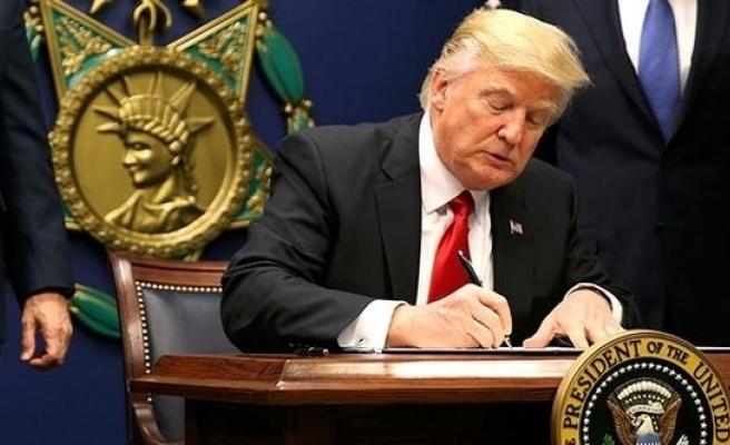 Trump'tan tepki çekecek karar! Askıya aldılar