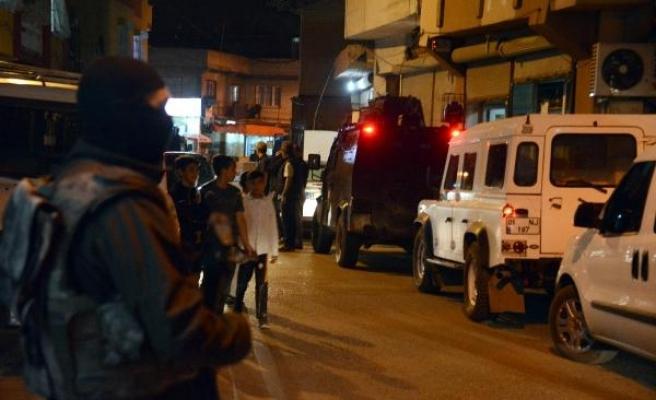 1000 polisle mahalleye gece baskını