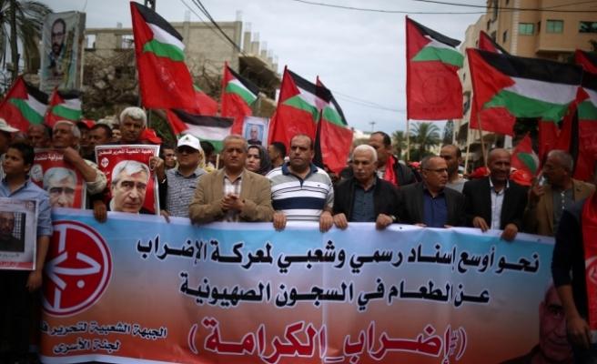 """Açlık grevi yapan Filistinli tutuklulara """"destek gösterisi"""""""